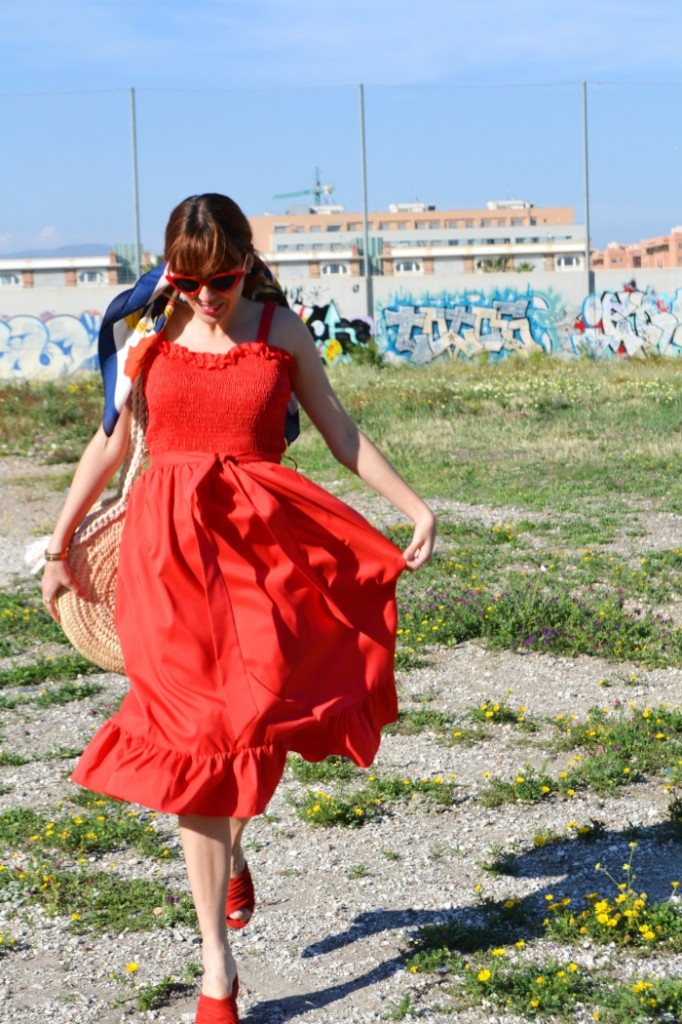 vestido con vuelo rojo blogger