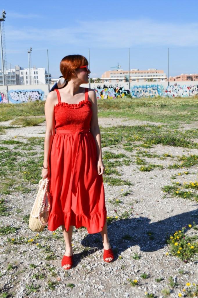 vestido rojo midi con vuelo